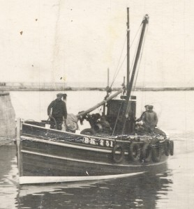 RD.-In-Seahouses-harbour-about-1950-when-still-in-her-original-varnish-finish.-Photo-from-the-Harry-Hanvey-Collection